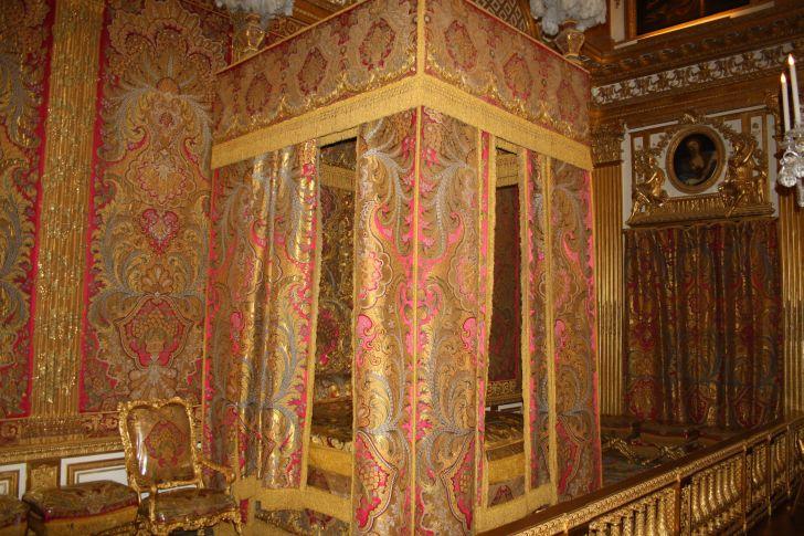 Palacio de versalles thinglink for Dormitorio luis xvi